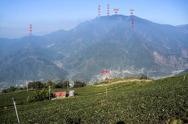 雙龍山山頂東北望水社大山