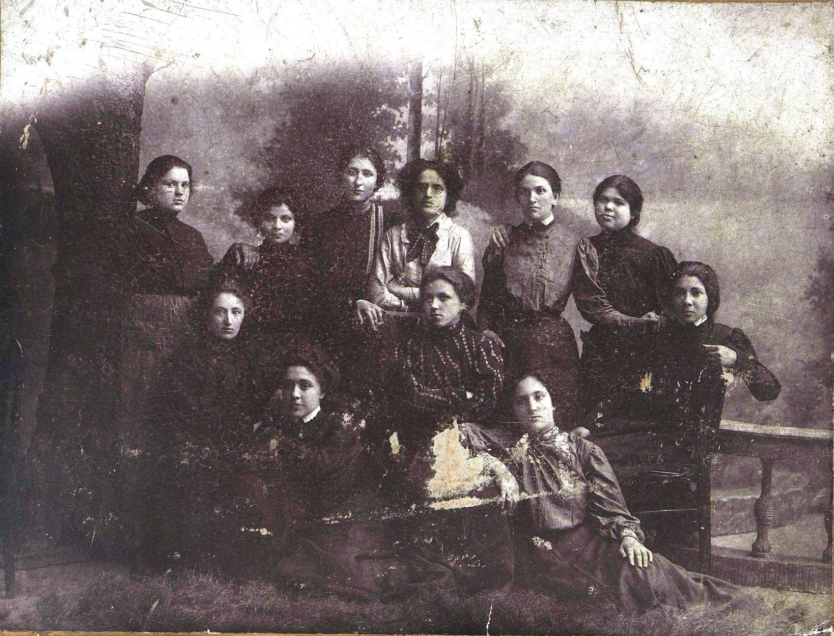 Портнихи, участницы партии «Бунд». 1905