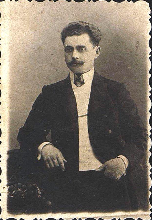 Подлубный Василий Иванович, помощник мастера механической мастерской завода Гена.  1905-1910 гг.