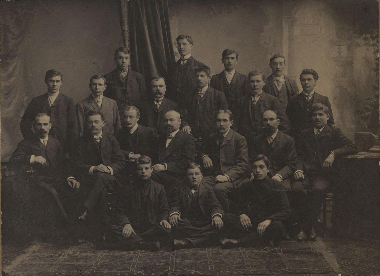 Рабочие монтажного цеха завода Гена. Готлиб Б.Ф. 1912