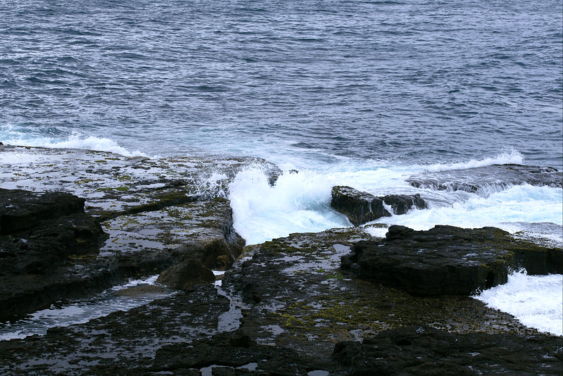 Waves on Penguins Head rock shelf