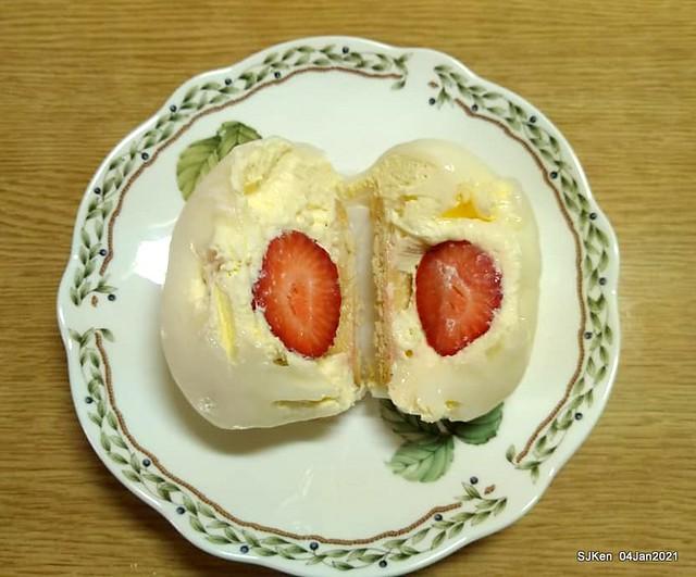 Strawberry Daifuku at Summary bread & cake store, Taipei,Taiwan, SJKen, Jan 7, 2021.