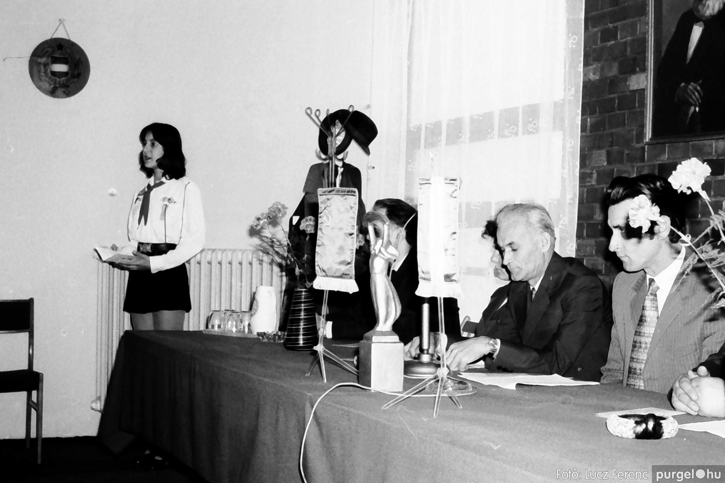 008 1975.04. Program a tanácsházán 003 - Fotó: Lucz Ferenc IMG00152q.jpg