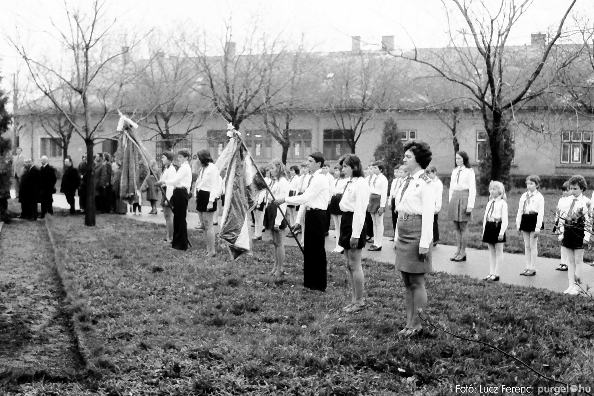 008 1975.04.04. Április 4-i ünnepség 021 - Fotó: Lucz Ferenc IMG00144q.jpg
