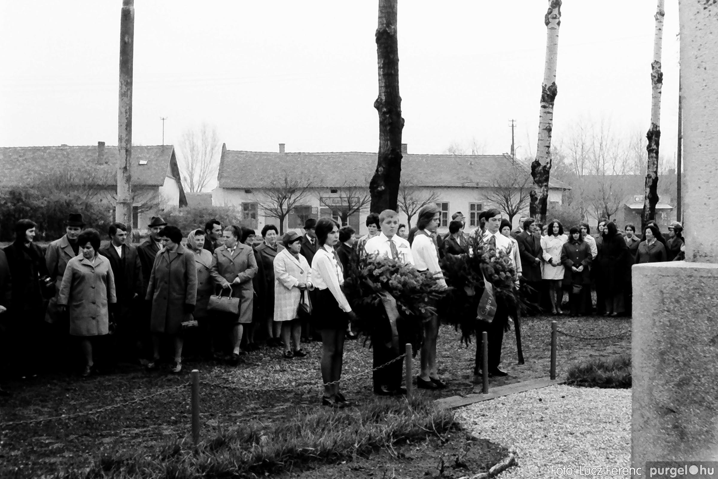 008 1975.04.04. Április 4-i ünnepség 019 - Fotó: Lucz Ferenc IMG00142q.jpg