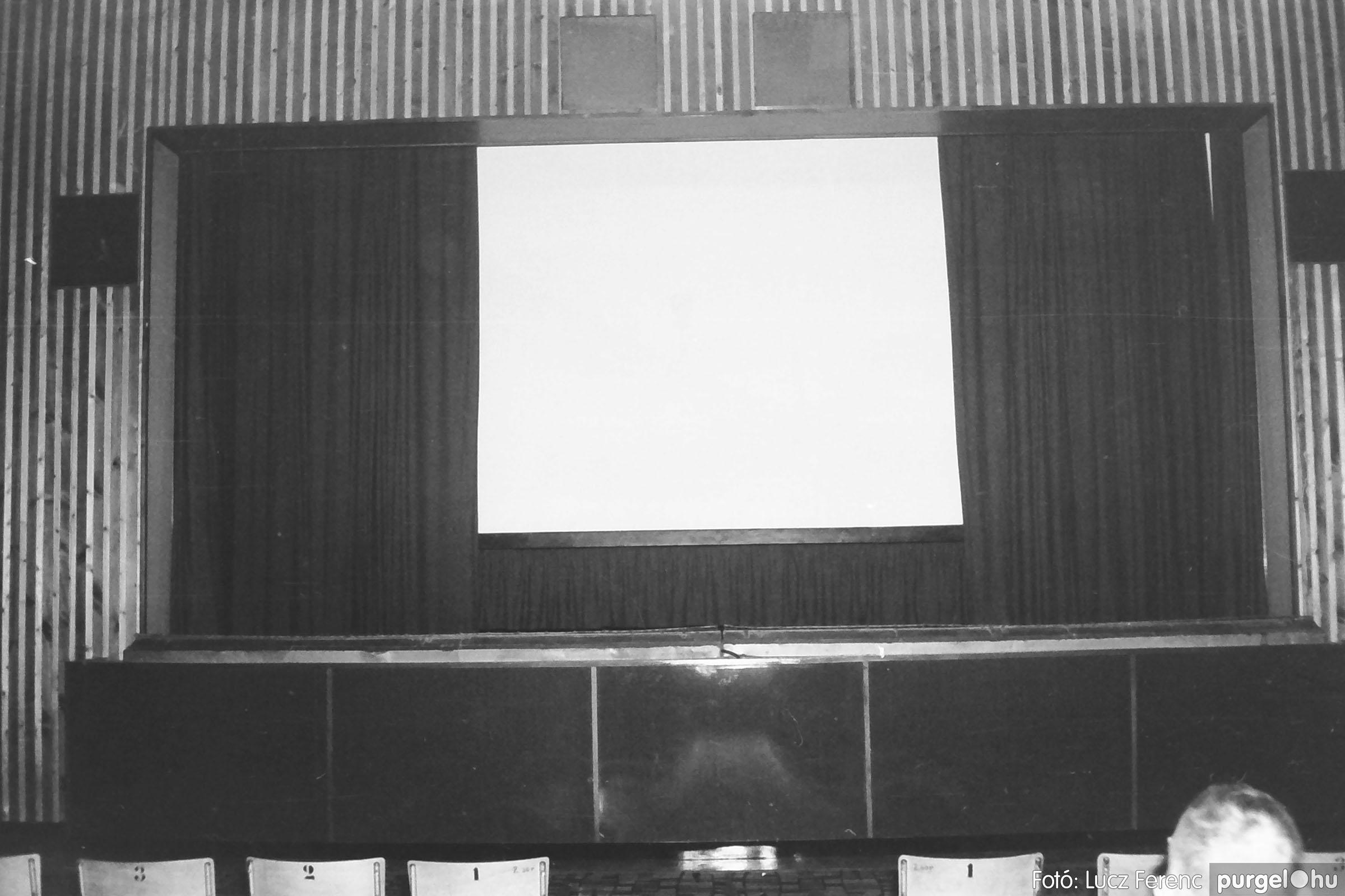 009 1975.04. Program a kultúrházban 003 - Fotó: Lucz Ferenc IMG00168q.JPG
