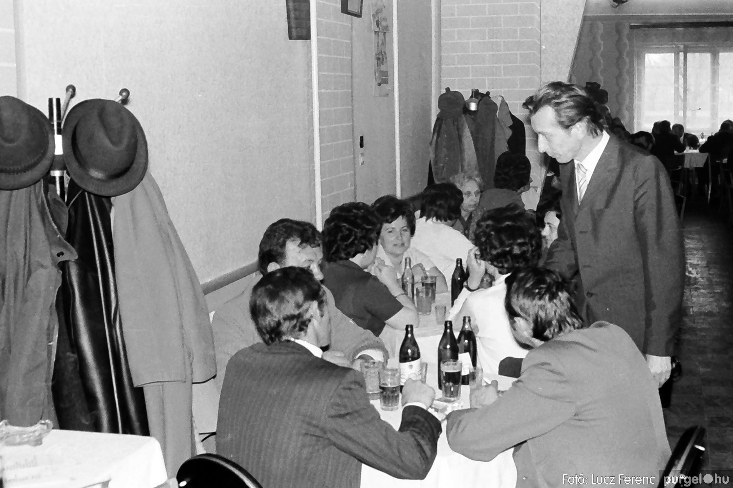 009 1975.04.04. Április 4-i ünnepség utáni fogadás a vendéglőben 005 - Fotó: Lucz Ferenc IMG00176q.jpg