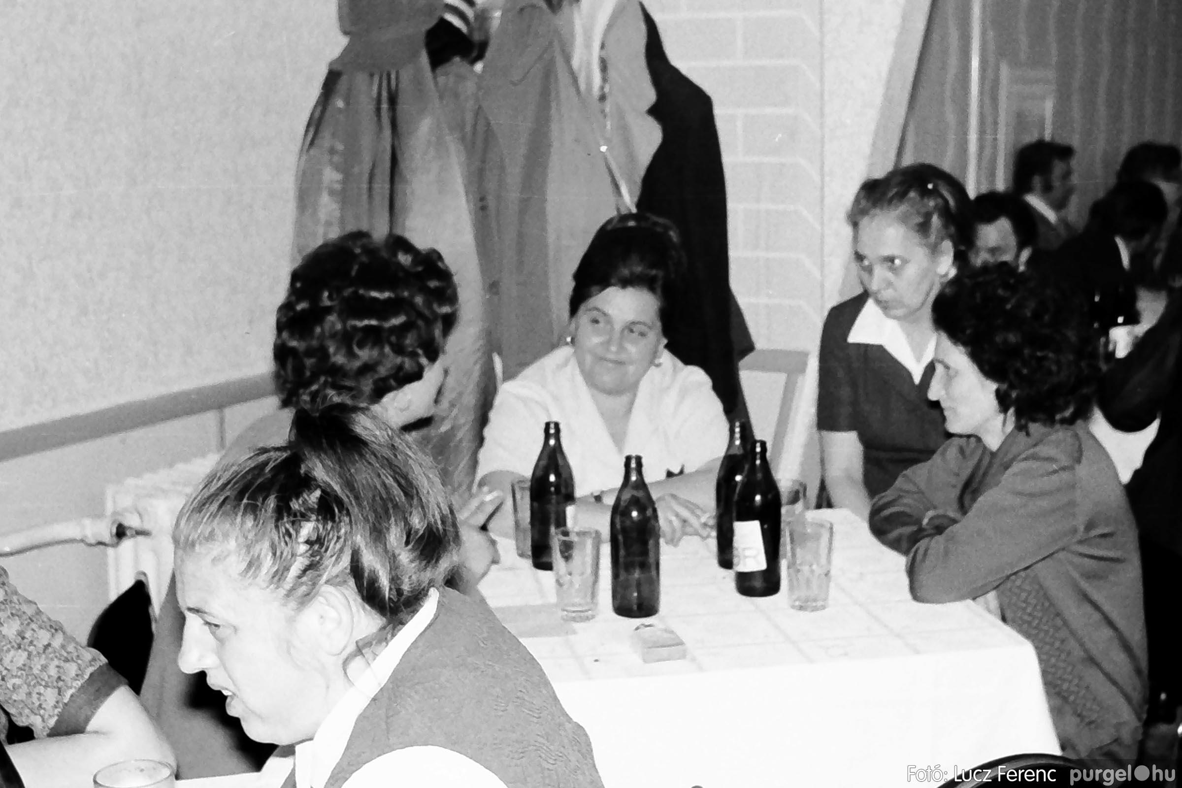 009 1975.04.04. Április 4-i ünnepség utáni fogadás a vendéglőben 001 - Fotó: Lucz Ferenc IMG00172q.jpg