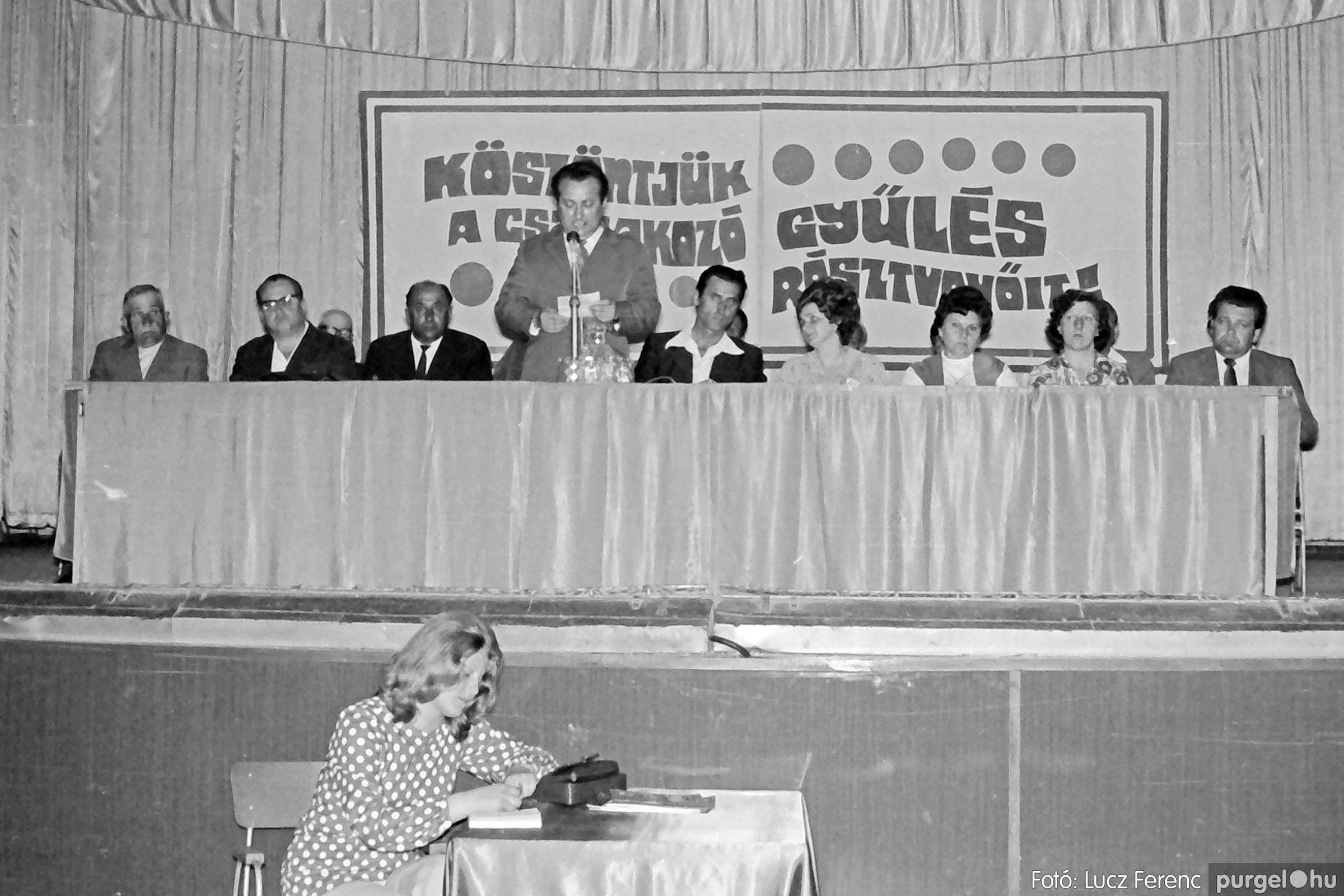 016 1975. Csatlakozó gyűlés a kultúrházban 007 - Fotó: Lucz Ferenc IMG00180.JPG