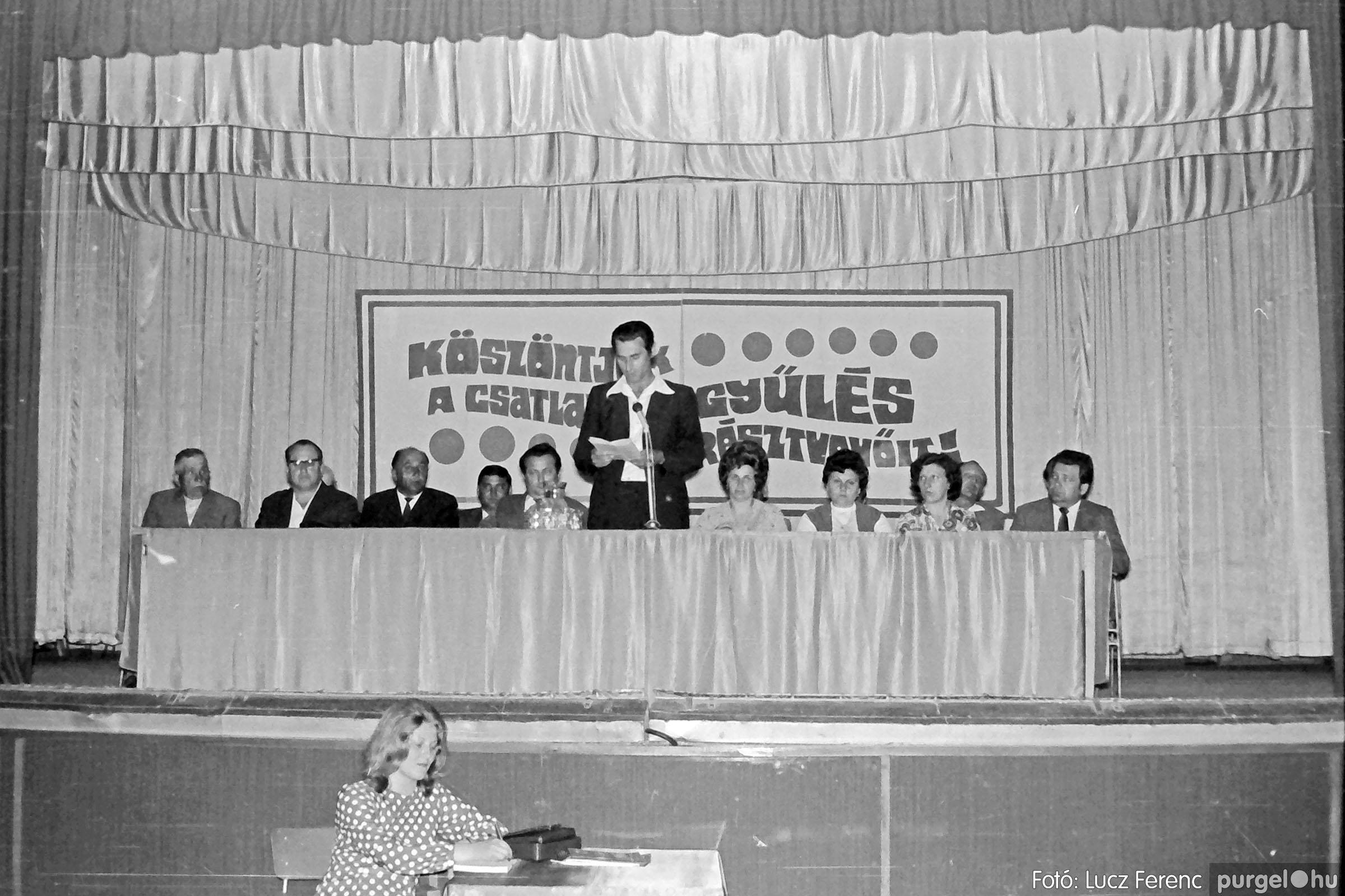 016 1975. Csatlakozó gyűlés a kultúrházban 006 - Fotó: Lucz Ferenc IMG00179.JPG