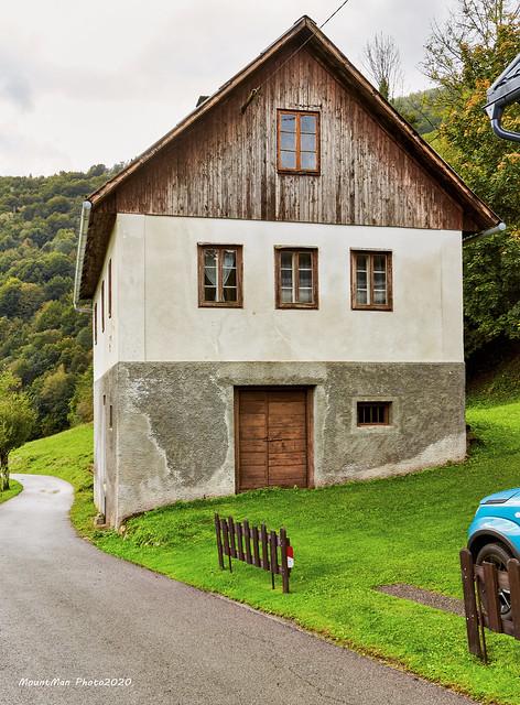 Tipična goranska seoska kuća u selu Štefanci