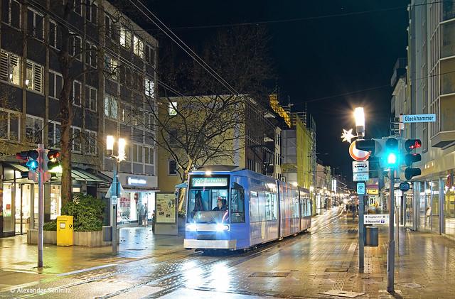 (D) Neuss: DUEWAG NF6 2108 auf der Linie 709 in Richtung Gerresheim Krankenhaus an der Haltestelle Glockhammer