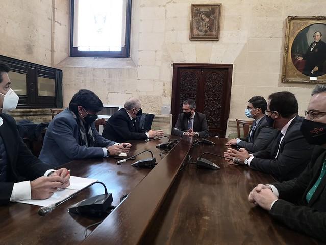 Foto alcalde reunión Consejo hermandades