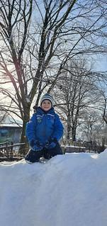 Ich liebe einen Schneehügel mitten im Hof
