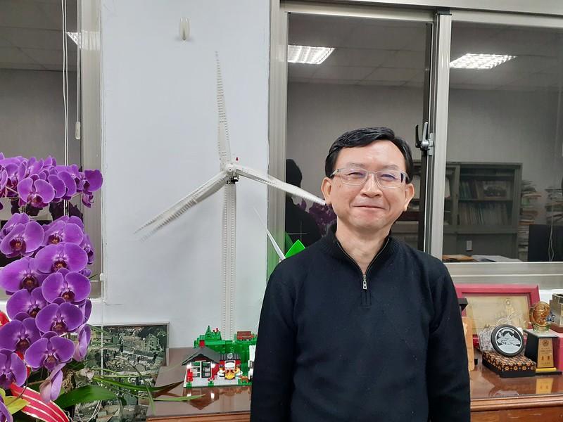 臺大工海系江茂雄教授從2010年就開始投入風力發電的研究。圖/陳宏駿拍攝