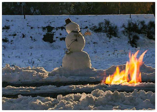 Y el muñeco de nieve se acercó a la hoguera buscando calor, sin saber que a veces, lo que más creemos necesitar es lo que más daño nos hace.