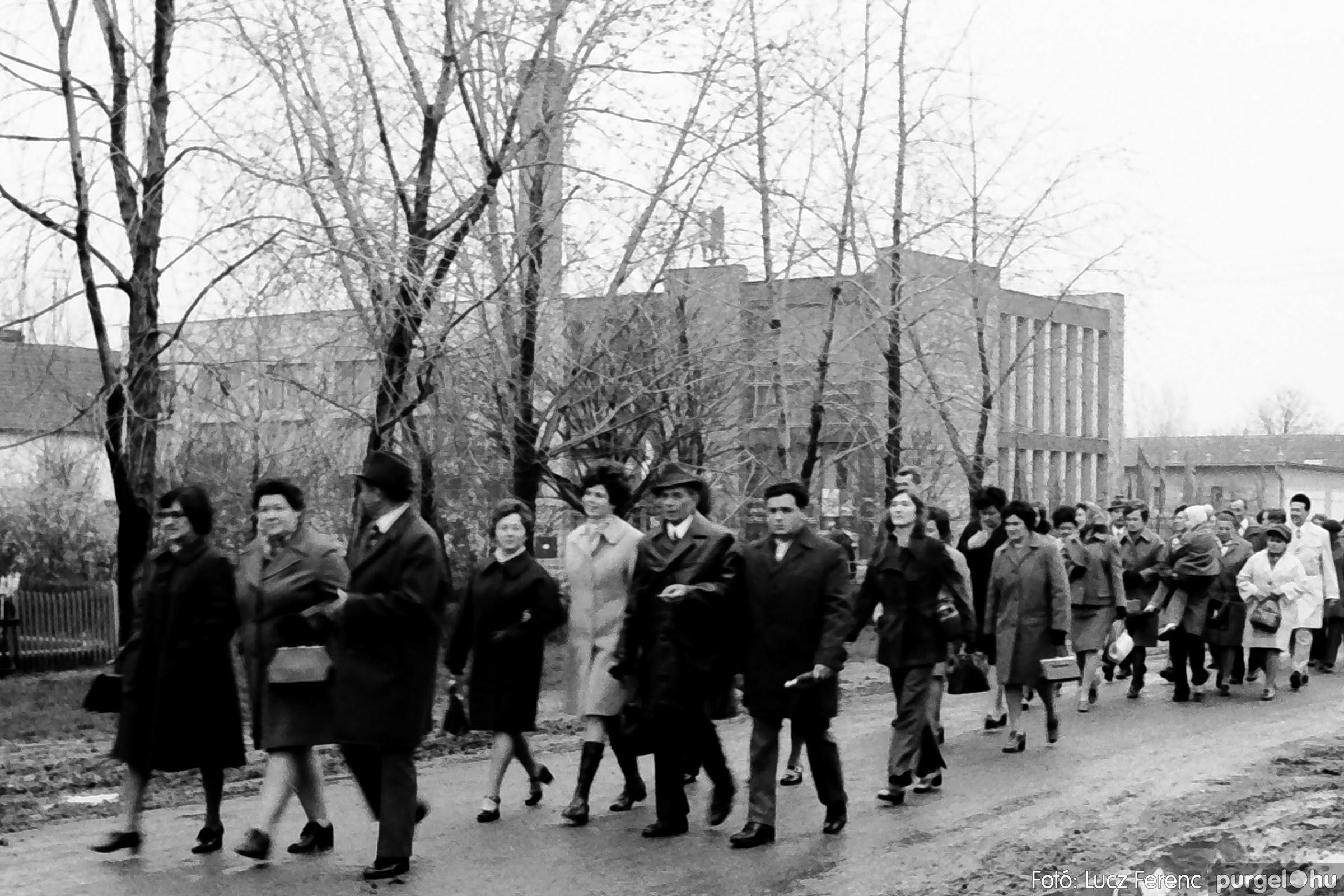 008 1975.04.04. Április 4-i ünnepség 009 - Fotó: Lucz Ferenc IMG00132q.jpg