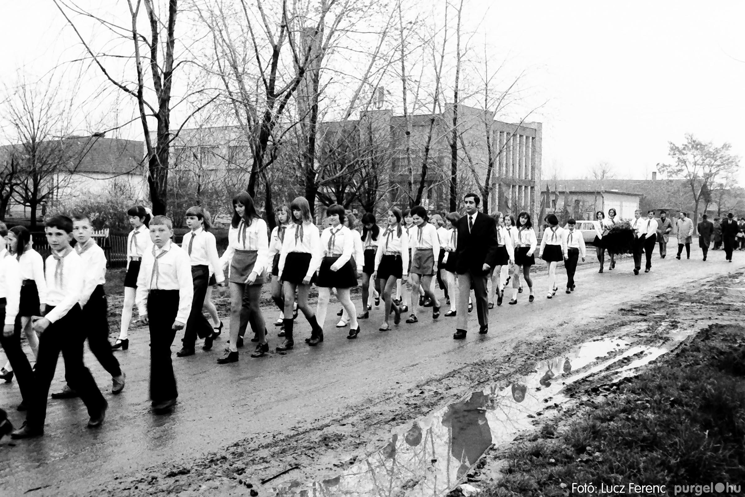 008 1975.04.04. Április 4-i ünnepség 004 - Fotó: Lucz Ferenc IMG00127q.jpg