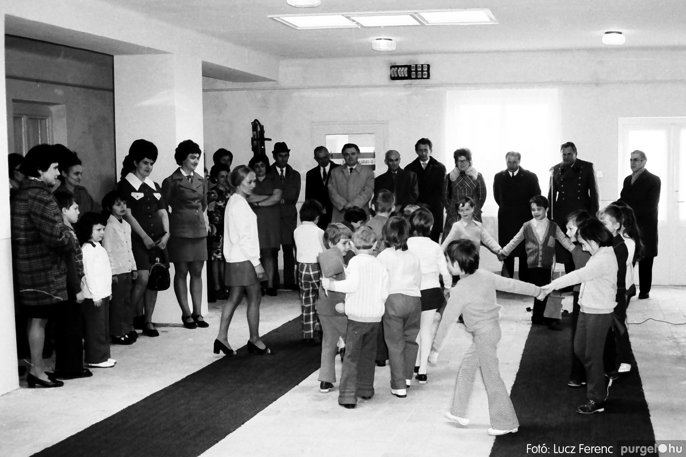 009 1975.04. Óvoda bővítés utáni átadási ünnepség 007 - Fotó: Lucz Ferenc IMG00162q.jpg
