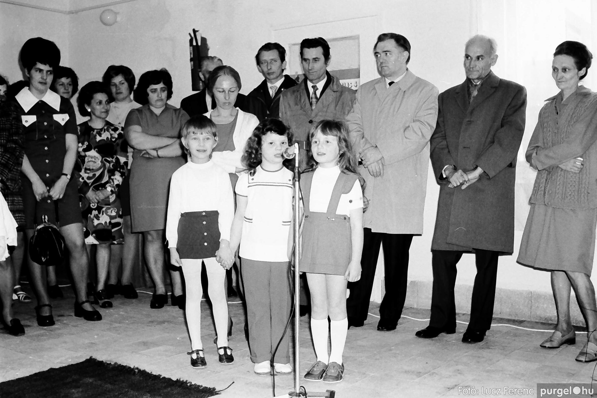 009 1975.04. Óvoda bővítés utáni átadási ünnepség 004 - Fotó: Lucz Ferenc IMG00159q.jpg