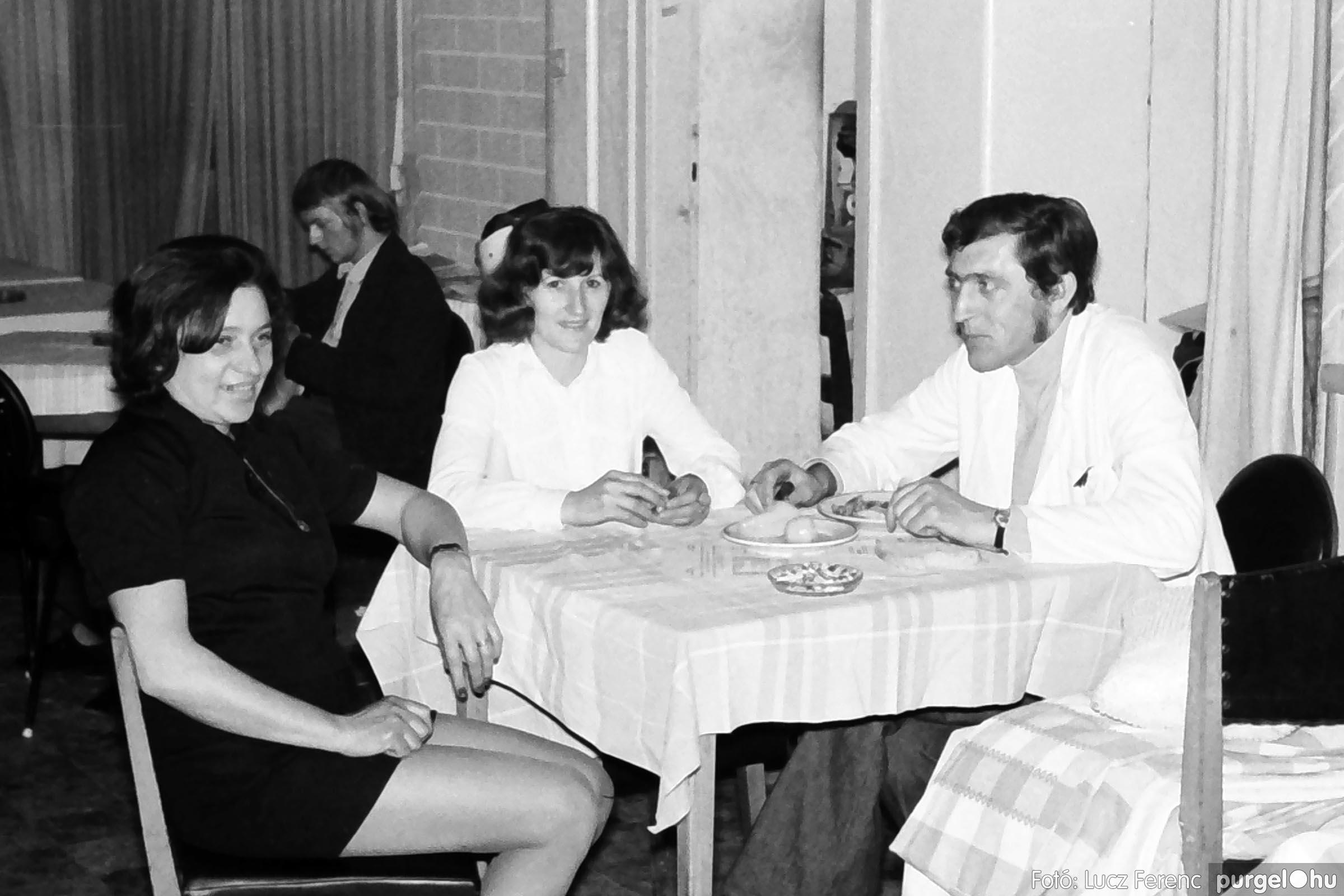 009 1975.04.04. Április 4-i ünnepség utáni fogadás a vendéglőben 011 - Fotó: Lucz Ferenc IMG00182q.jpg