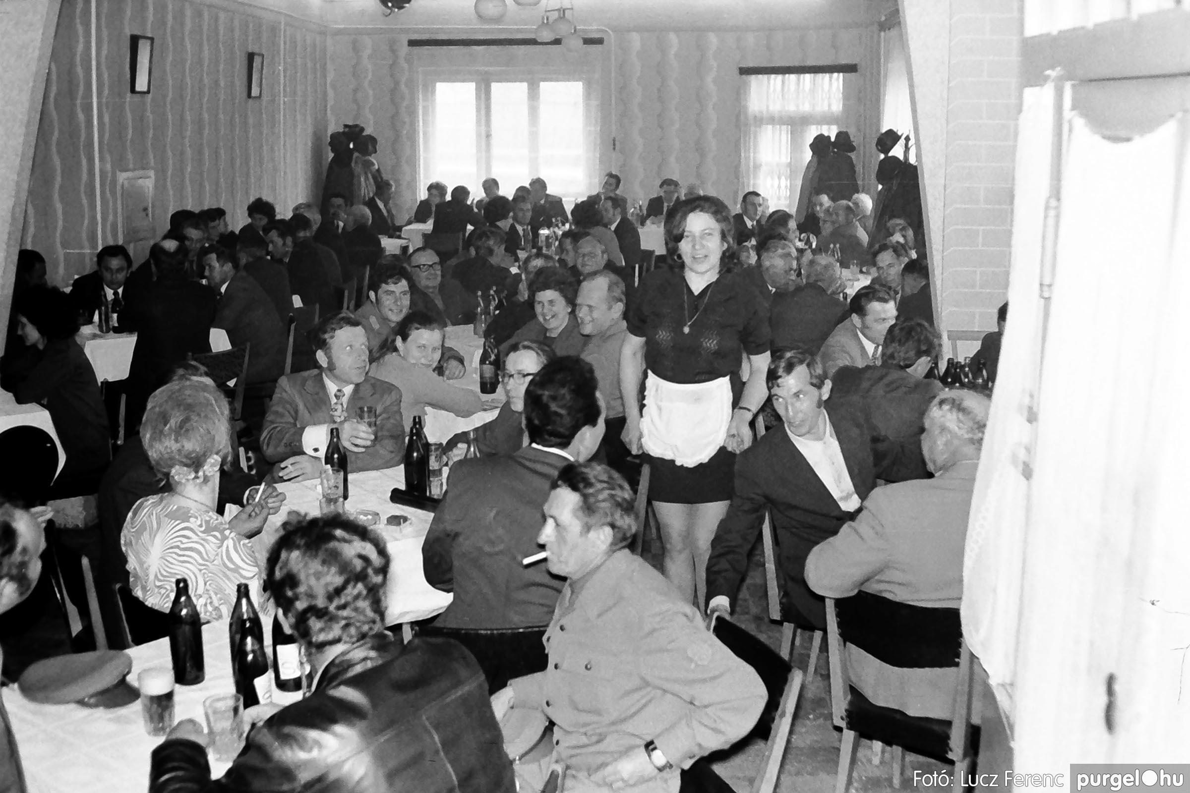 009 1975.04.04. Április 4-i ünnepség utáni fogadás a vendéglőben 009 - Fotó: Lucz Ferenc IMG00180q.jpg
