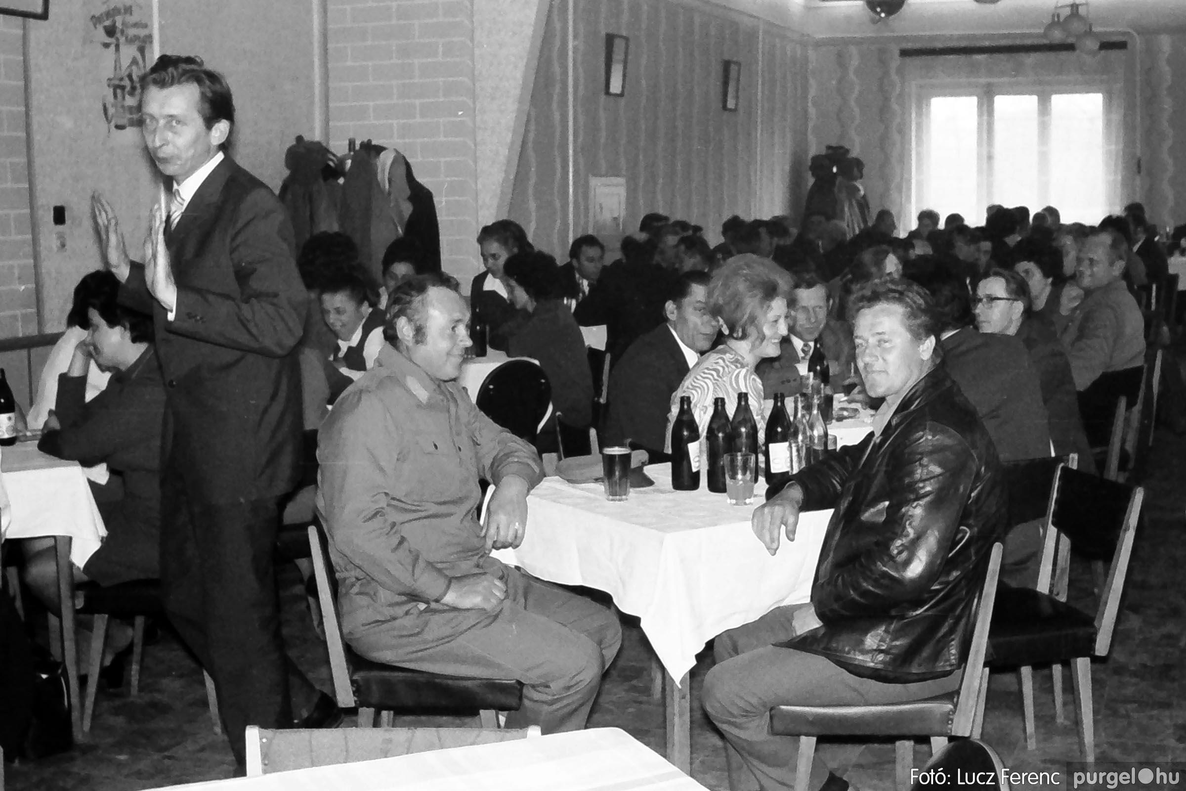 009 1975.04.04. Április 4-i ünnepség utáni fogadás a vendéglőben 007 - Fotó: Lucz Ferenc IMG00178q.jpg