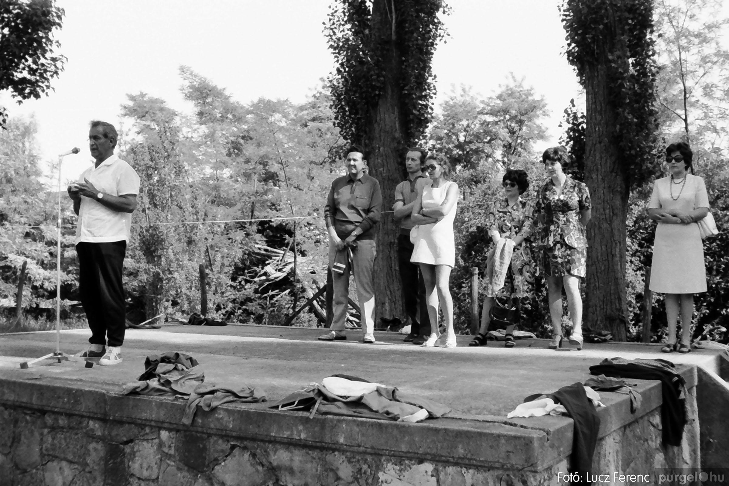 017 1975.04. Május elsejei tornabemutató főpróbája a sportpályán 012 - Fotó: Lucz Ferenc IMG00013q.jpg