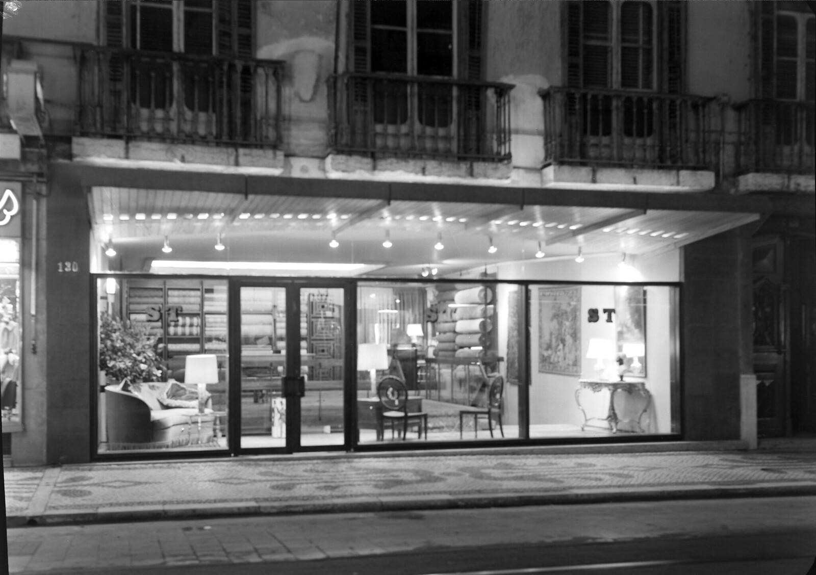 S.T. — Sociedade de Tapeçarias Lda., R. Augusta. Projecto do arquitecto Conceiçao Silva (H. Novais, 196...)