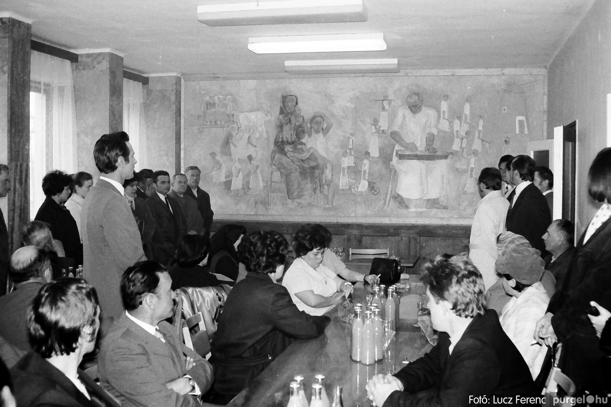 008 1975.04. Falfestmény átadása a pártházban 003 - Fotó: Lucz Ferenc IMG00121q.jpg