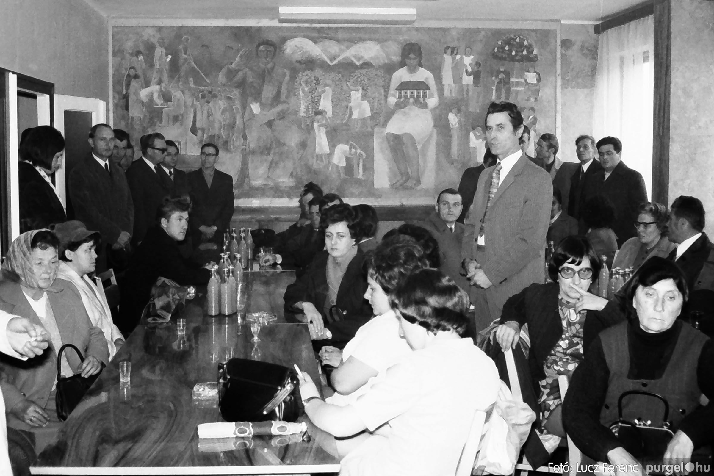 008 1975.04. Falfestmény átadása a pártházban 001 - Fotó: Lucz Ferenc IMG00119q.jpg