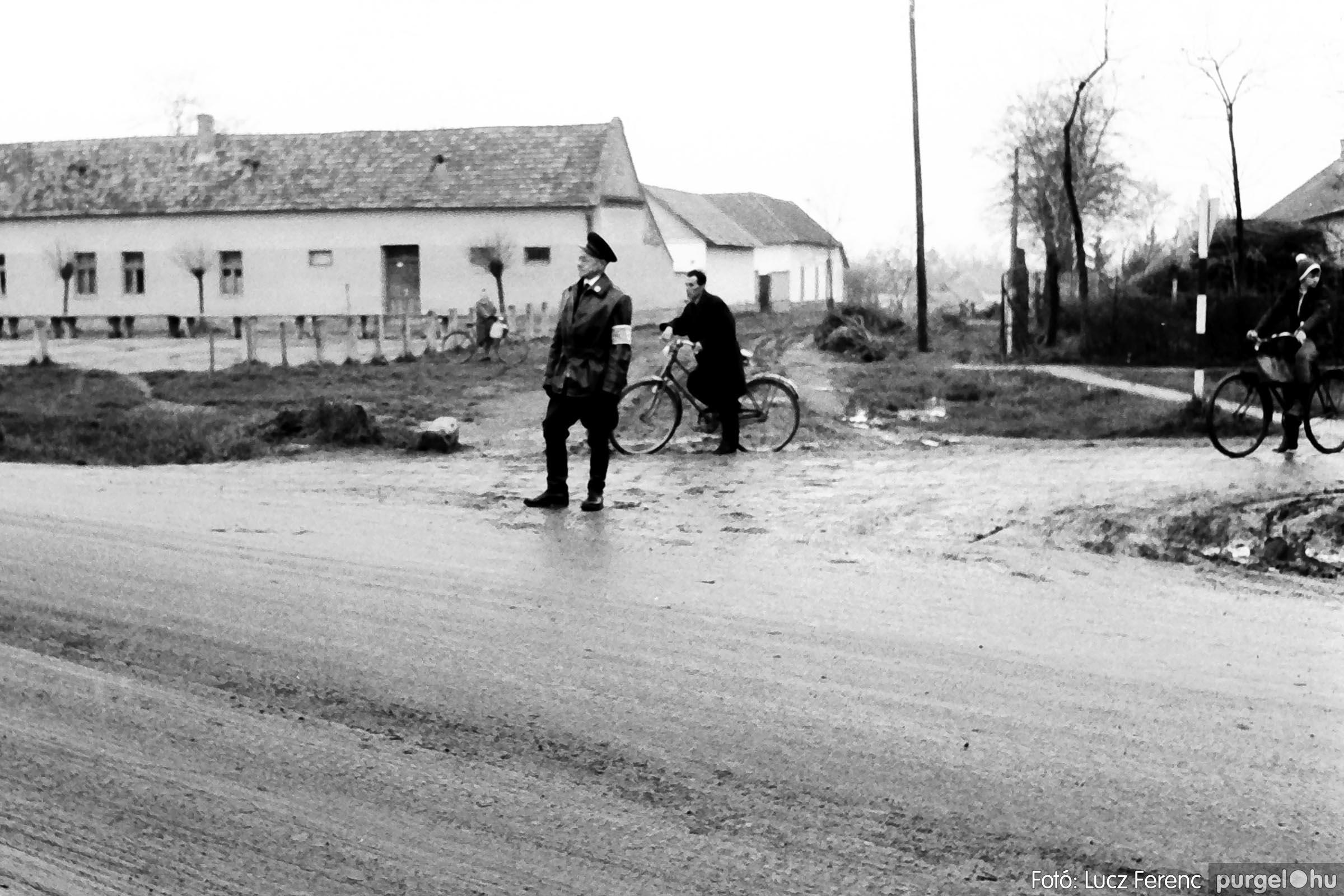 008 1975.04.04. Április 4-i ünnepség 026 - Fotó: Lucz Ferenc IMG00149q.jpg