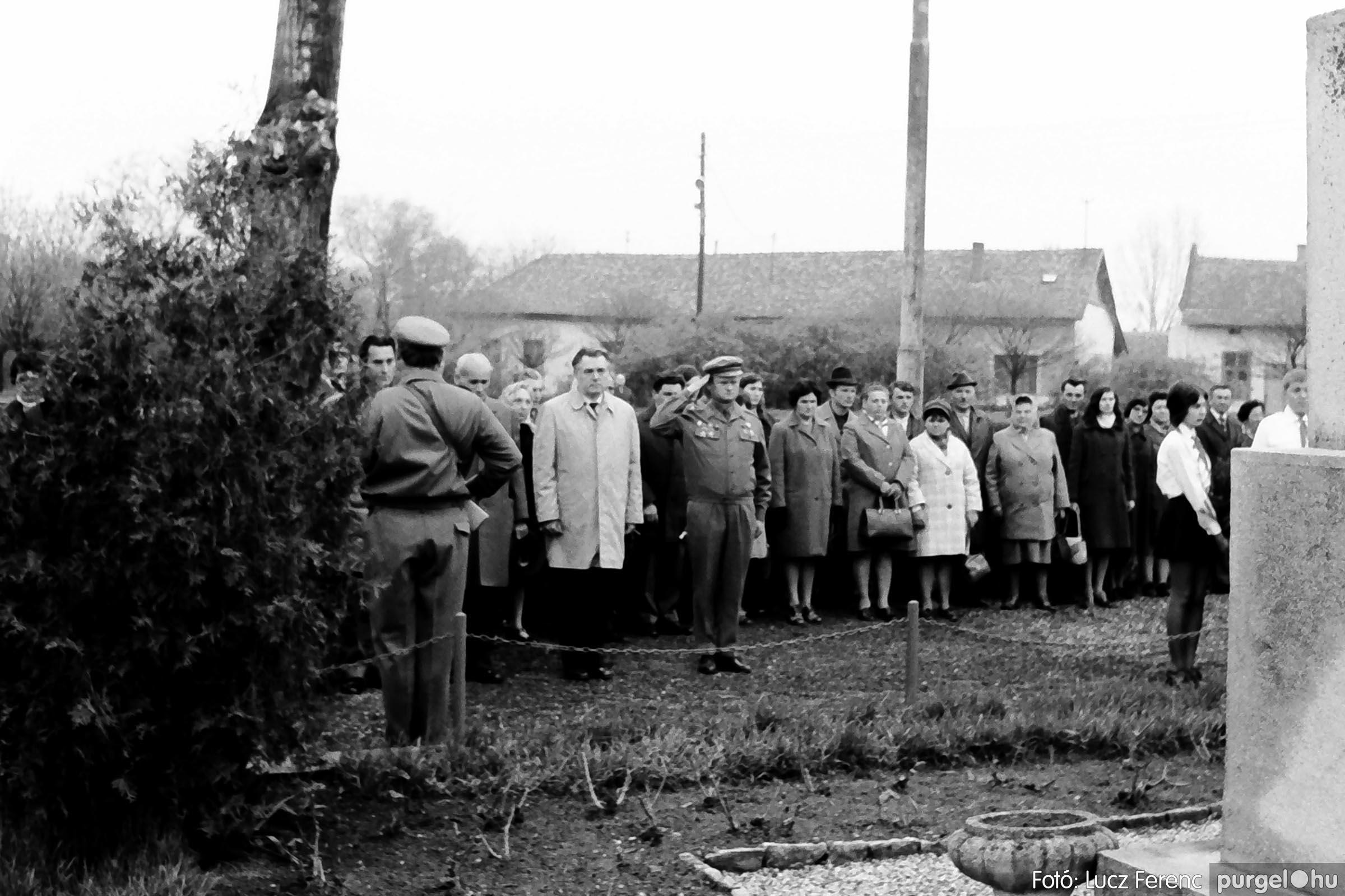 008 1975.04.04. Április 4-i ünnepség 020 - Fotó: Lucz Ferenc IMG00143q.jpg