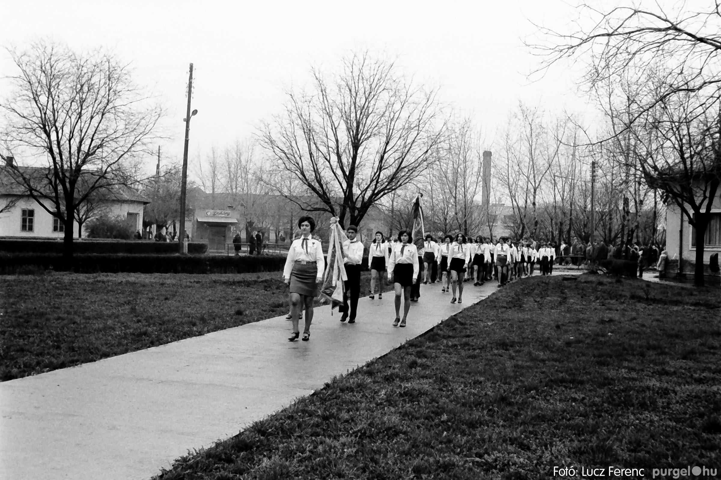 008 1975.04.04. Április 4-i ünnepség 017 - Fotó: Lucz Ferenc IMG00140q.jpg