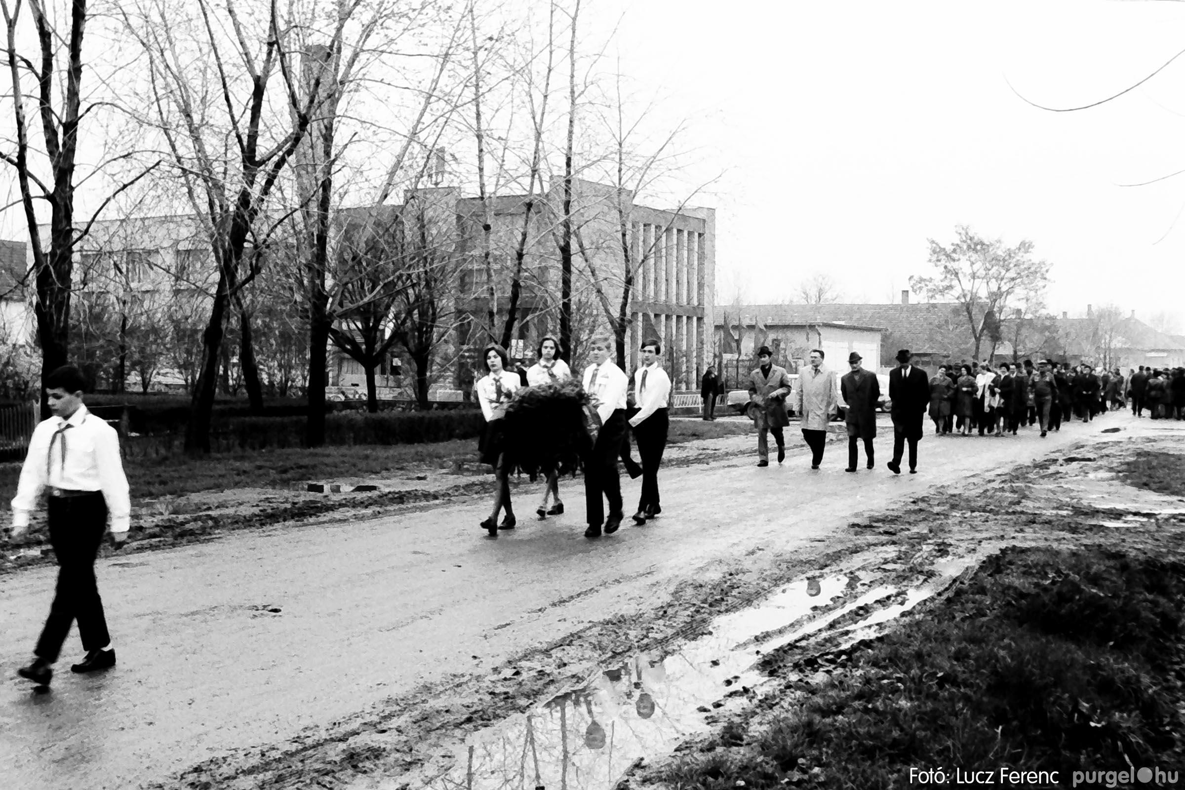 008 1975.04.04. Április 4-i ünnepség 005 - Fotó: Lucz Ferenc IMG00128q.jpg