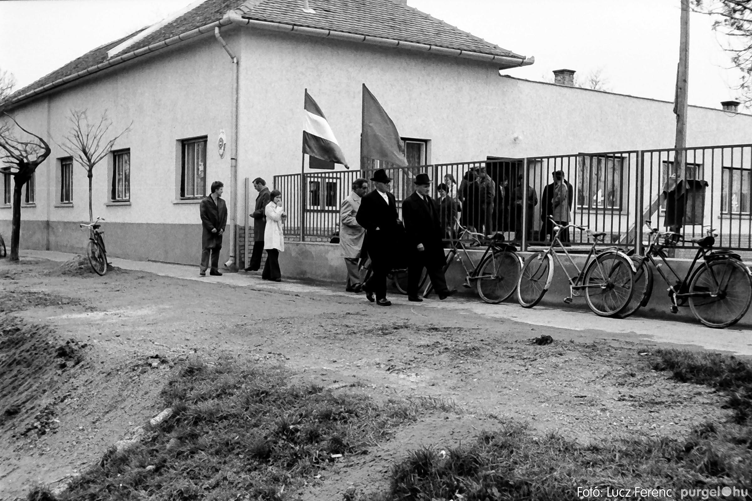 009 1975.04. Óvoda bővítés utáni átadási ünnepség 010 - Fotó: Lucz Ferenc IMG00165q.jpg