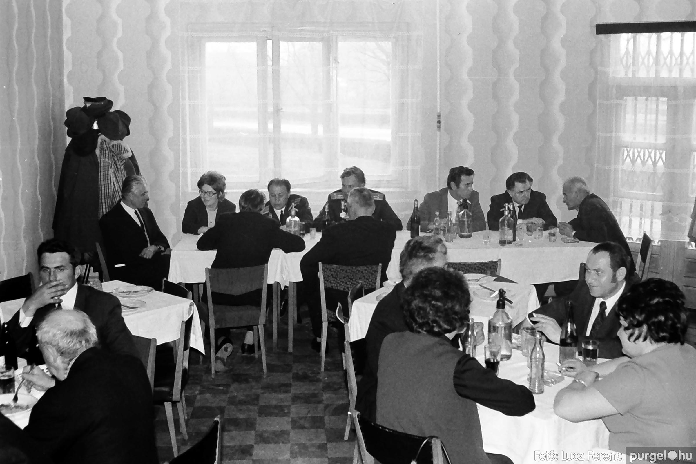 009 1975.04.04. Április 4-i ünnepség utáni fogadás a vendéglőben 006 - Fotó: Lucz Ferenc IMG00177q.jpg