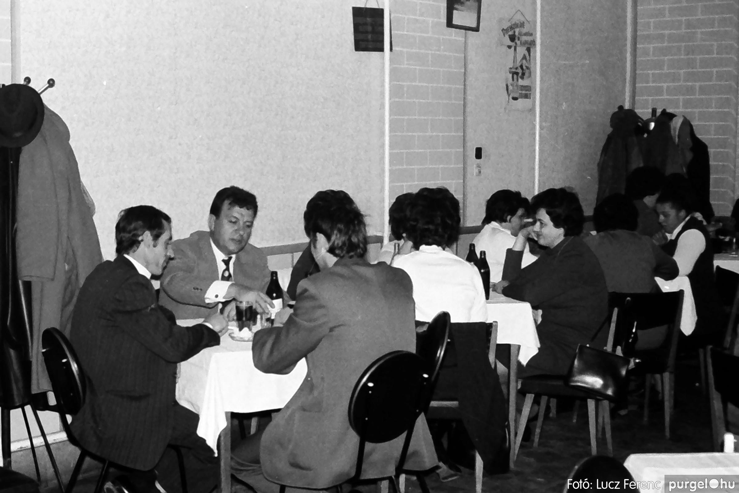 009 1975.04.04. Április 4-i ünnepség utáni fogadás a vendéglőben 004 - Fotó: Lucz Ferenc IMG00175q.jpg