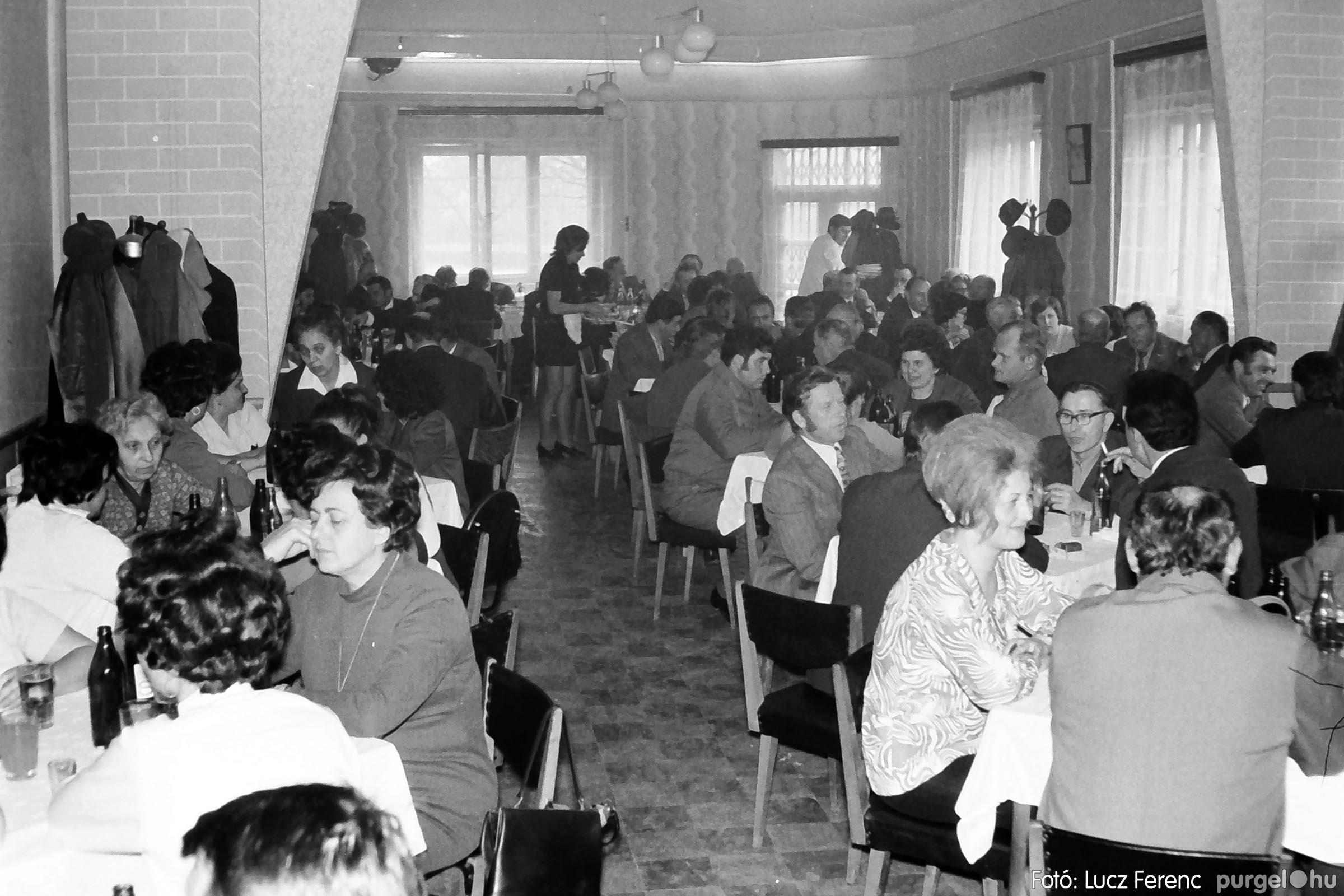 009 1975.04.04. Április 4-i ünnepség utáni fogadás a vendéglőben 002 - Fotó: Lucz Ferenc IMG00173q.jpg