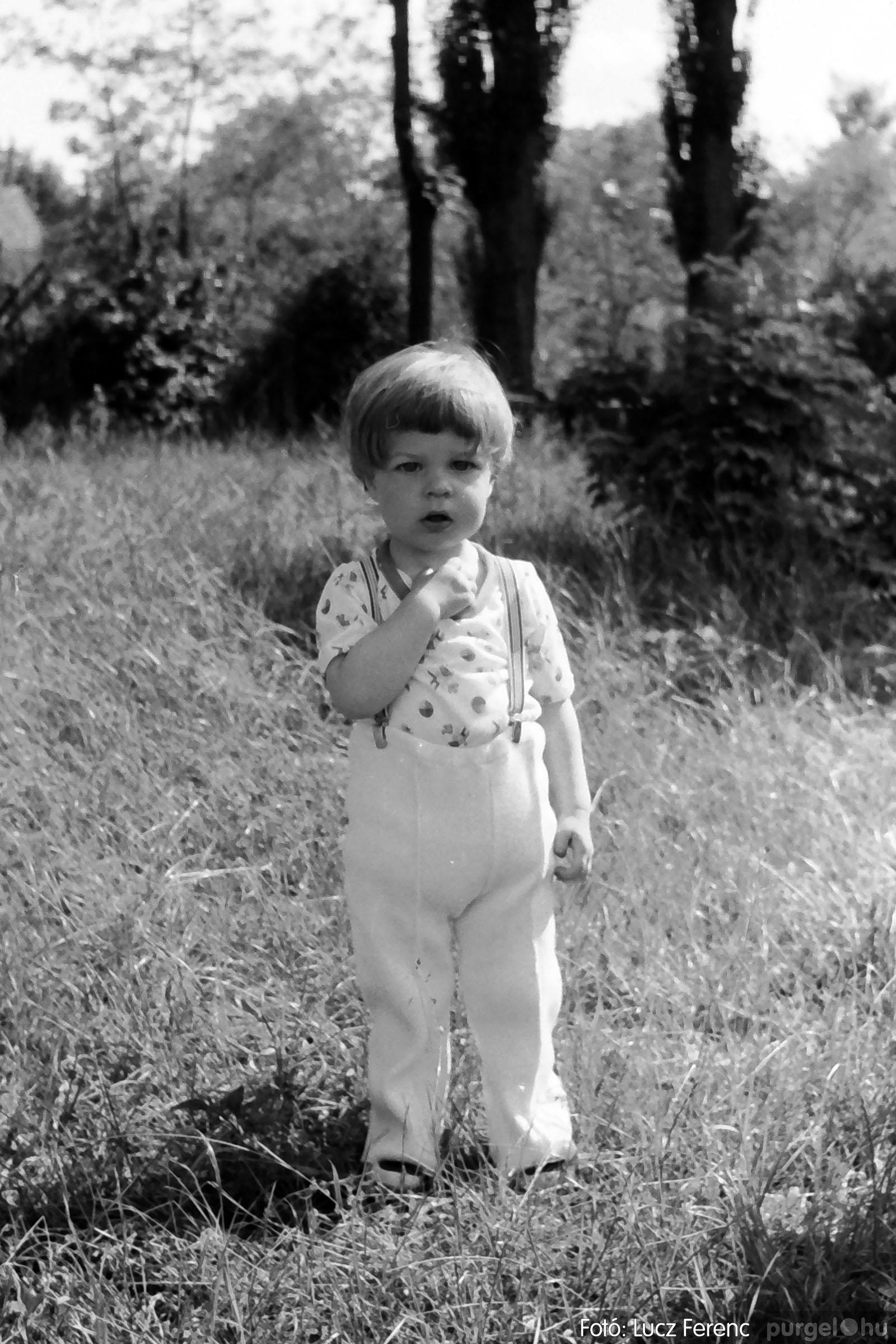 017 1975.04. Május elsejei tornabemutató főpróbája a sportpályán 013 - Fotó: Lucz Ferenc IMG00014q.jpg