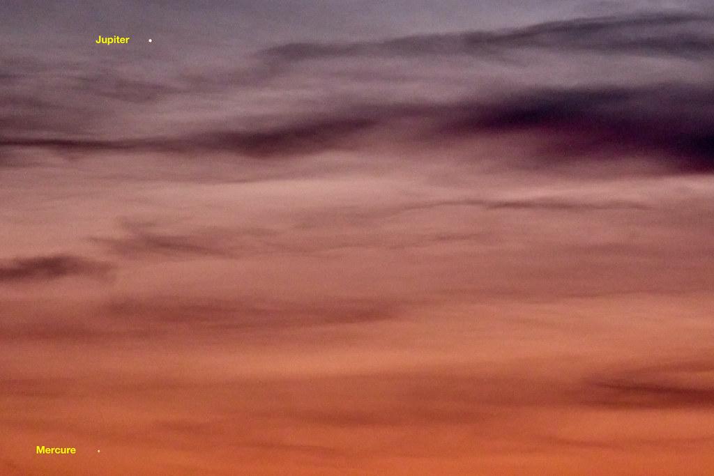 Conjonction Mercure, Jupiter, Saturne... sans Saturne (pas visible et qui devrait être au centre sur la droite)