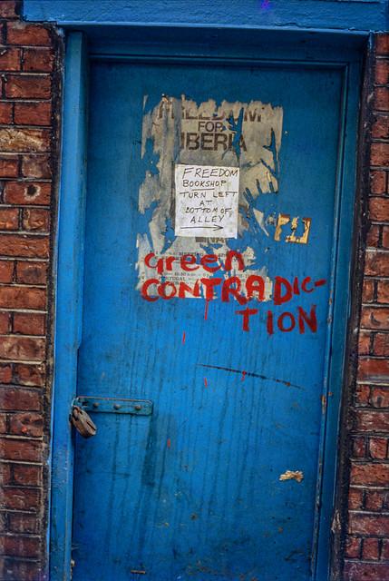 Freedom Alley, Whitechapel, Tower Hamlets, 1984 78-80-Whitechapel-003