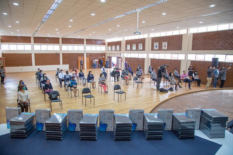 Entrega de tablets Fundación Reina de Quito y Ministerio de Educación