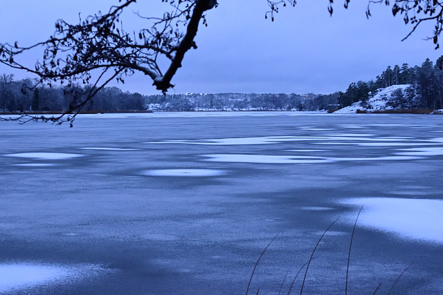So that's how a frozen lake looks like!!