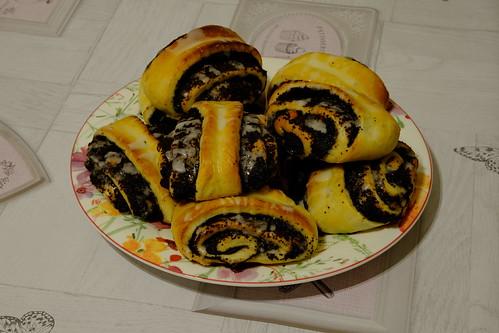 Poppyseed yeast buns