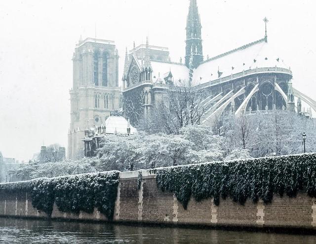Notre Dame, Paris,  in the snow
