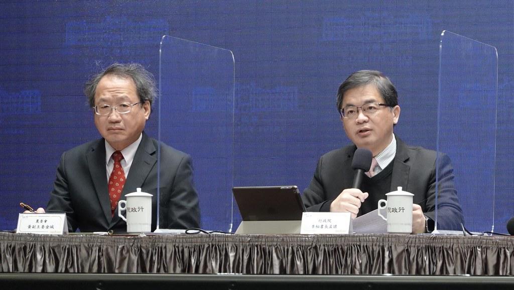 行政院秘書長李孟諺(右起)、農委會副主委黃金城。孫文臨攝