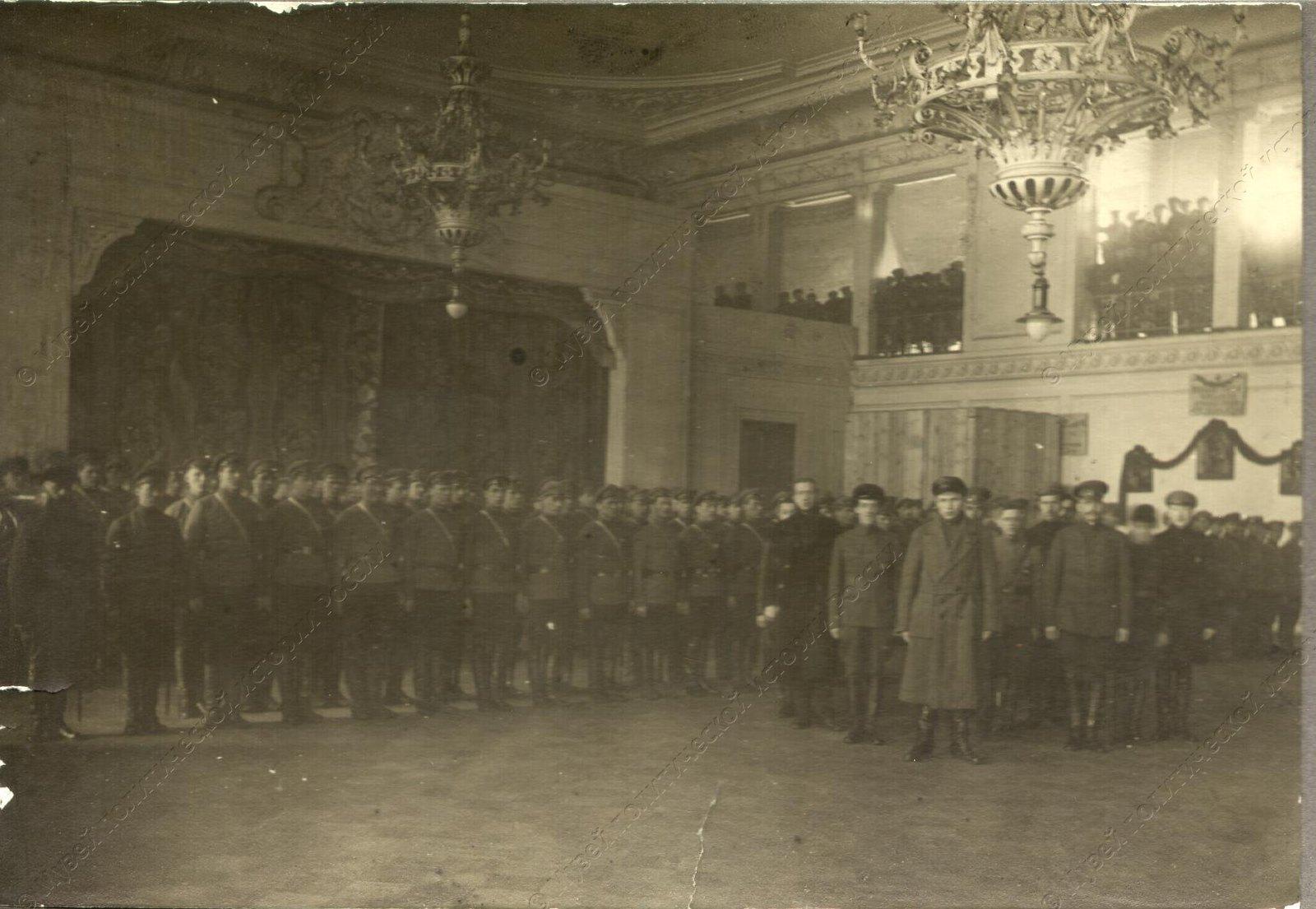 1919. Солдаты сводного коммунистического отряда перед отправкой на фронт4