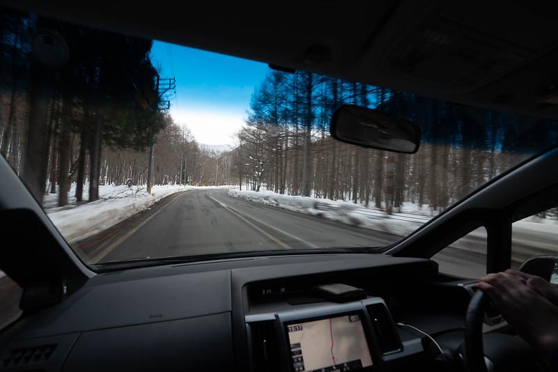 冬の平標山からの下山