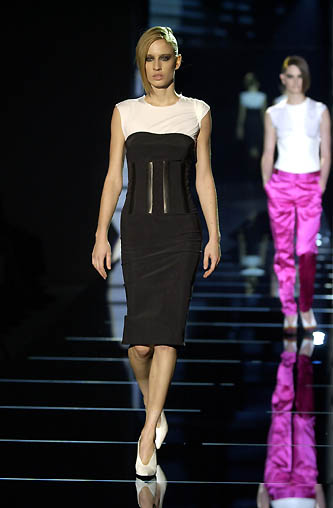 gucci-runway-fashion-show-spring-2001-tom-ford_11